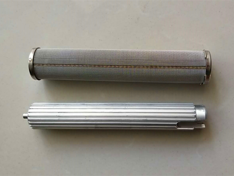 Nylon and aluminum manifold filter supports for airless spray strainers